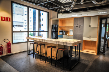 A sede da Startup Farm ocupa um andar inteiro no prédio de seis andares
